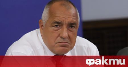 Министър-председателят Бойко Борисов загърби антиправителствените протести и седна зад волана