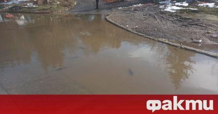 Огромна локва на входа на софийското село Владая се превърна
