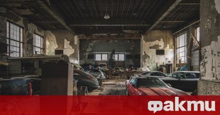 Американският фотограф Брайънт Нийл публикува кадри от изоставено училище в