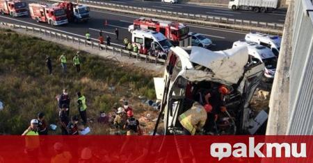 В катастрофа на туристически автобус загинаха петима души. Инцидентът е