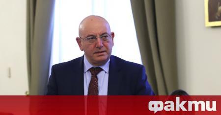Екоминистърът Емил Димитров направи интересно сравнение между политиката и язовирите.