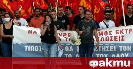Хиляди гърци се събраха на протест в Атина, съобщи Катимерини.