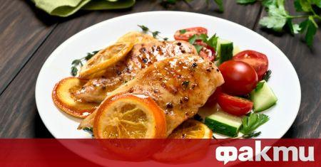Необходими продукти: 1 бр. пилешки гърди с кост 20 гр.