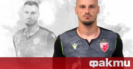 Вратарят на Цървена звезда Зоран Попович, който има предварителен договор