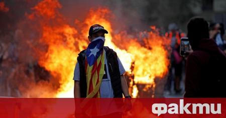 Испанската полиция е арестувала 21 души, свързани с каталунското сепаратистко