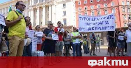 Туроператори излизат на протест заради липсата на средства от правителството