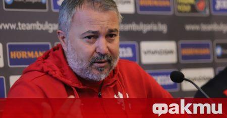 Селекционерът на България Ясен Петров изгледа вчерашния мач между ЦСКА