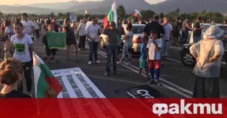 Протестиращи блокираха Прохода на Републиката към 22 часа откъм град