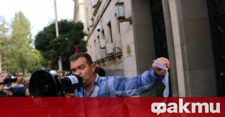 Протестиращи обсадиха Министерството на правосъдието и настояват за среща с