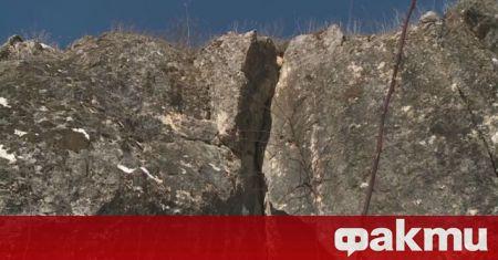 Геолози и строители започват обследването на огромната скална маса, надвиснала