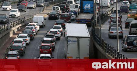 Гръцката столица Атина въвежда ограничение за движението на автомобили, съобщи