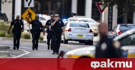 Двама полицаи са били простреляни по време на протест в