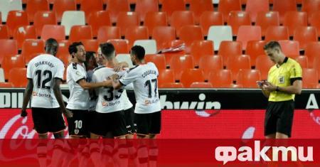 Испанският Валенсия обяви, че има двама души от клуба, които