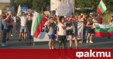 """С викове """"оставка"""" започна снощният пореден антиправителствен протест в Пловдив,"""