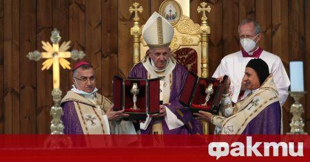 Папа Франциск отпътува от Багдад за Рим след историческото си