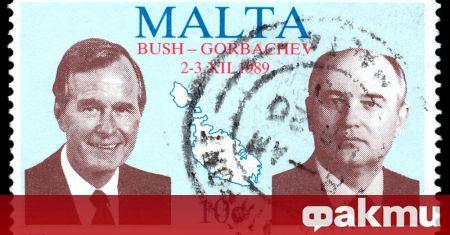 На 3 декември 1989 г. Първият и последен президент на