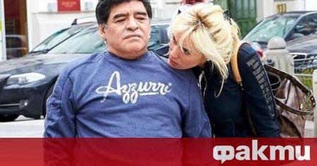 Бившата партньорка на футболната легенда Диего Марадона, починал в края