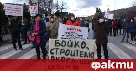 Блокирано е и движението по Самоковско шосе при Кокалянското ханче.
