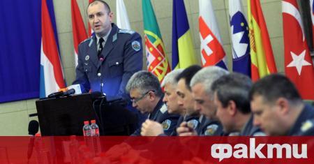 Подполковник Румен Георгиев Радев се дипломира през юни 2003 година