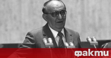На 5 август 1998 г. умира Тодор Живков. Същият ден
