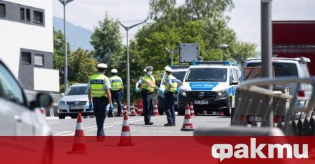 Австрия обяви, че отменя граничните проверки, съобщи Дойче Веле. Решението