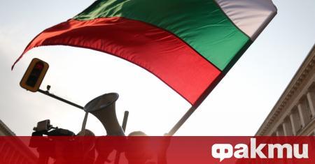 Прокурорите извършиха обиска в офисите на двама служители на българския