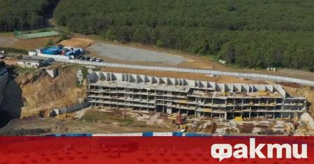Жители на Созопол протестираха срещу изграждането на хотел на плажа