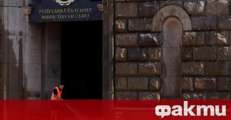 Фасадата на сградата на Министерския съвет беше почистена днес от