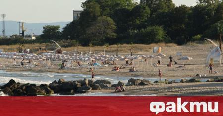 Забраняват строежите на 100 от плажната ивица. Това обяви председателката