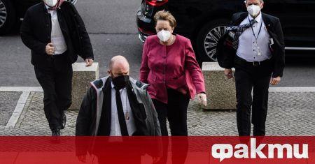 Eдна снимка, няколко сухи изречения: германската канцлерка Ангела Меркел не