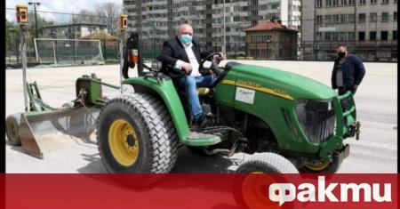 Министърът на младежта и спорта Красен Кралев инспектира ремонтни дейности