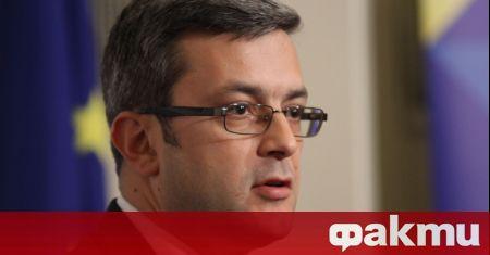 Зам.-председателят на ПГ на ГЕРБ Тома Биков настъпи Слави Трифонов,