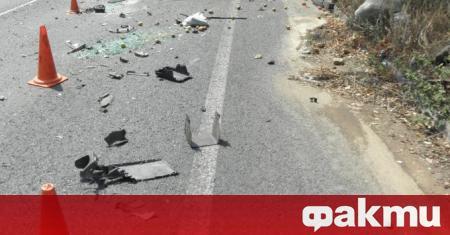 Мъж загина при катастрофа между кола и автобус с румънска