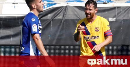Лионел Меси, който отбеляза два гола за Барселона срещу Депортиво