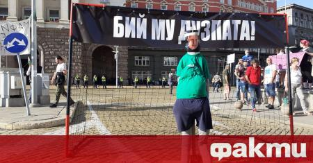 Все повече граждани се стичат на жълтите павета в София