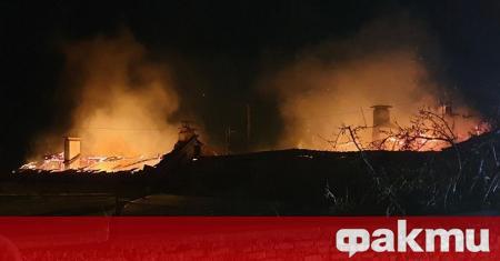 Три къщи изгоряха при пожар в столичния квартал