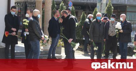 Близки и приятели се сбогуваха с журналиста Георги Коритаров. Поклонението