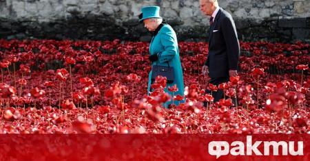 Британската кралица Елизабет II бе заснета да язди в района