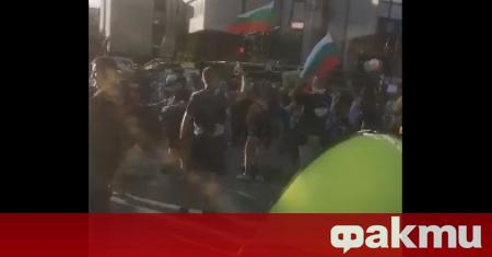Антиправителствените протести в страната не стихват. Недоволни граждани блокираха кръстовището