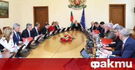 По предложение на министъра на финансите, правителството в оставка ще