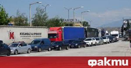 След реакцията на българската дипломация заради опашките от камиони на
