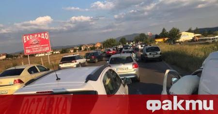 Протестите в страната продължават, предаде Българското национално радио. Във Варна