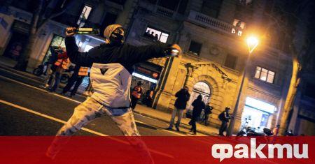 Най-малко седем души са били арестувани снощи в испанската автономна