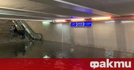 Станции на метрото и много от подлезите в столицата се