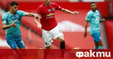 Манчестър Юнайтед ще задържи сръбския полузащитник Неманя Матич до лятото