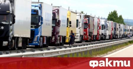 Пети ден продължава километричното задръстване от тежкотоварни камиони до граничния