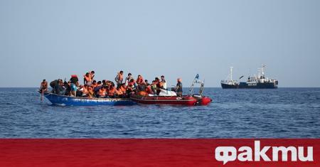 Лодка, прекарваща бежанци и мигранти, е потънала в морето край