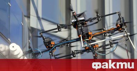Латвийската компания Aerones показа дрон, който е способен да почиства