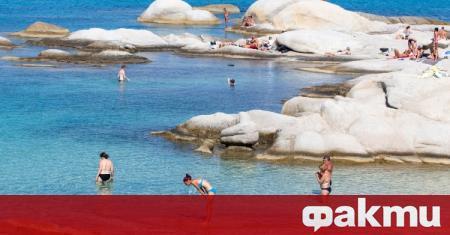 Гръцки хотелиери предлагат правителството да въведе облекчен достъп на туристи