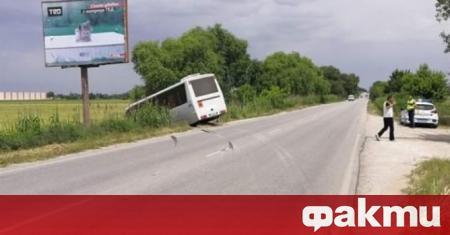 Автобус с петима пътници, пътуващ по линията Пещера – Пловдив,